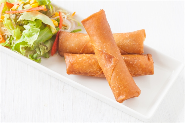 Deep fried spring roll with vegetable salad